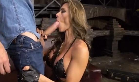 Esperanza-Gómez-se-convierte-en-la-Rambo-del-sexo.jpg