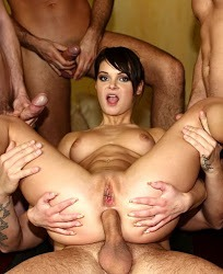 Jeny-Baby-se-folla-a-cuatro-hombres-2012-Español