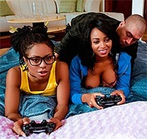 Película porno Anya Ivy, Kira Noir-Ebony Three Player Game XXX Gratis